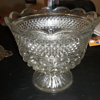 Heavy crystal bowl with pedestal (Compote?)