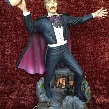 Phantom of the Opera - Vintage Antique model by Aurora - Toys