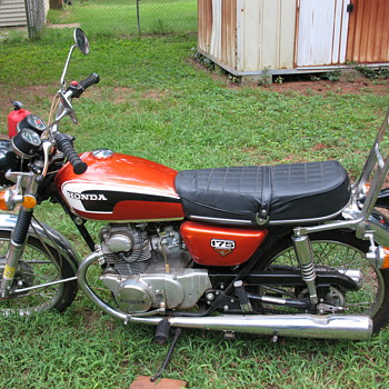 VINTAGE HONDA MOTORCYCLE - Motorcycles