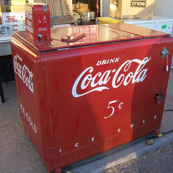 1940 Coke round-about nickel machine - Coca-Cola