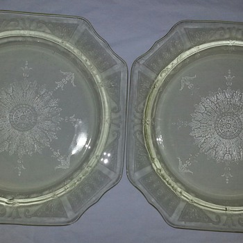 HOCKING PRINCESS PLATES IN YELLOW - Glassware