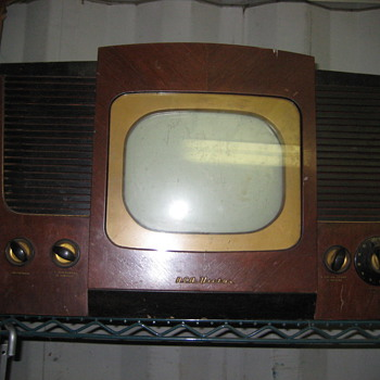 ANTIQUE BLACK AND WHITE TV