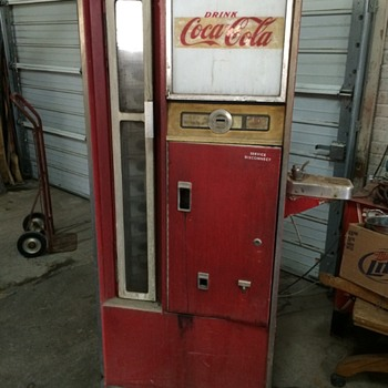 Cavalier Coke Machine CS-96D - Coca-Cola