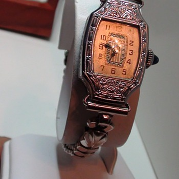Miss Liberty Bulova 18k gold Ladies watch Year Unknown can you help..??1920s??
