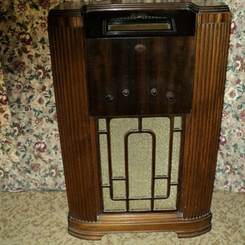 Rare 1940&#039;s AirZone Floor Model RADIO 