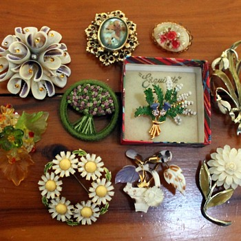 Brooches #6 - flowers, insects and other things - Costume Jewelry