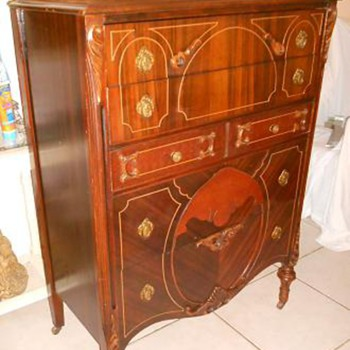1920's Bassett Furniture Co. Chest of Drawers