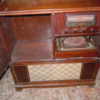Airline Phonograph player/ radio