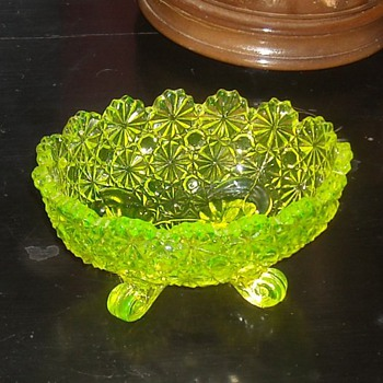 Small Vaseline Glass Bowl by Fenton Daisy & Button Patern