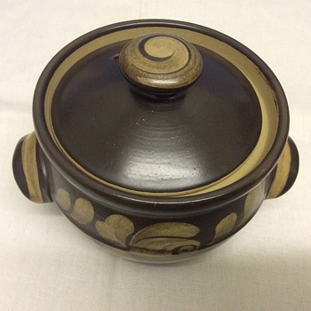 Casserole pot - Art Pottery