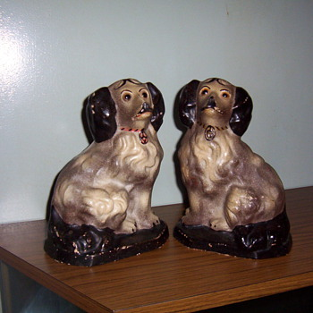 chalkware  spaniels - Pottery
