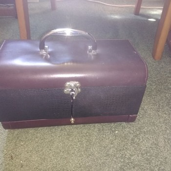 Vintage French style Boudoir case, Has a mirror in the lid with an elasticated long pocket, two squ