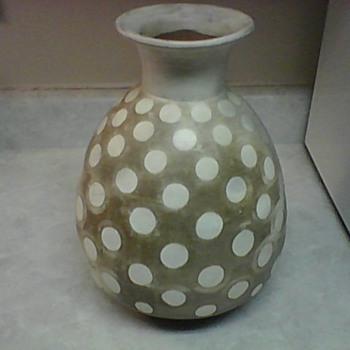 PERU POTTERY VASE - Art Pottery