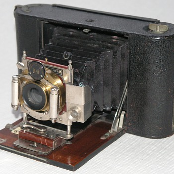 Woolley Sons & Co., The Victoria Camera. - Cameras