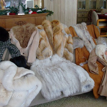 (7) REAL FOX FUR COATS FROM 80'S