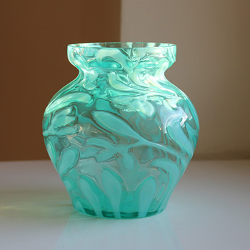 Opalescent glass vase Harrach ?, Circa 1899