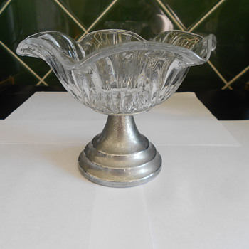 Vintage glass dish. - Glassware