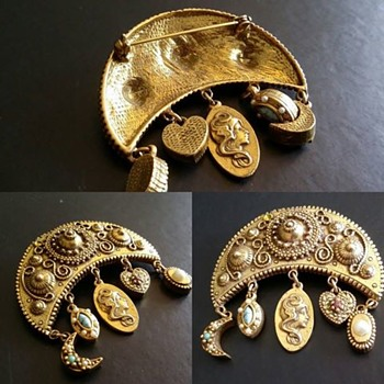 Love it - Looking for more Info .  - Costume Jewelry