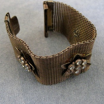 Mesh rose gold bracelet w/flower accents