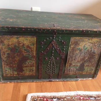 Antique Green folk art trunk - Furniture