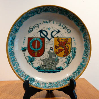 NIEUW DELFTS BATAVIA VOC 1619 - 1919 - Art Pottery