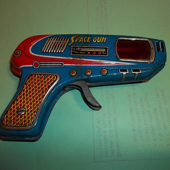 VINTAGE TOY SPACE GUN