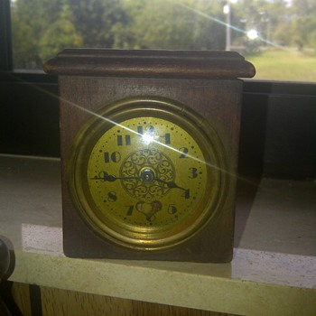 Kronheimer co., Inc. N.Y Miniature clock  - Clocks