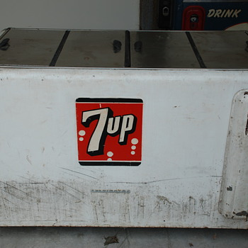 7 UP very large old cooler