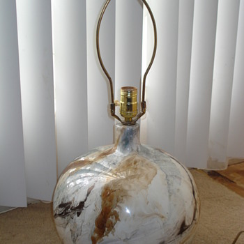 NEED YOUR HELP!!!!!!!!! LAMP HAVE NO IDEA IF ITS VINTAGE - Lamps