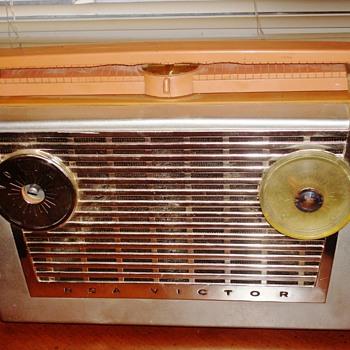 Vintage RCA Victor Radio - Radios