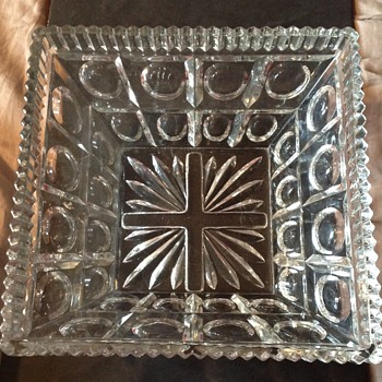 Large Pressed glass center piece bowl - Glassware