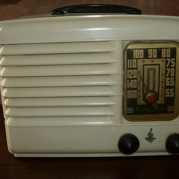 1939 Emerson DB301 - Radios