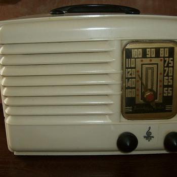 1939 Emerson DB301 - Radios