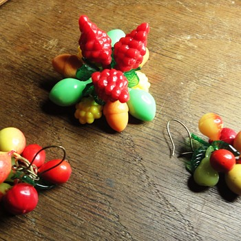 Vintage 50-60s fruit brooch and earrings - Costume Jewelry