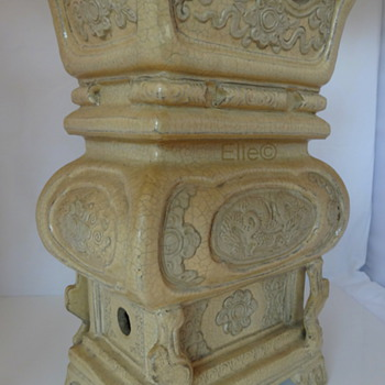 Antique Chinese Urn pre-Ming (?) Dynasty