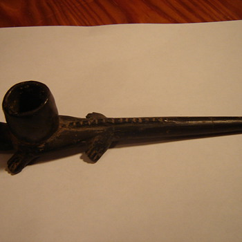 Reptile smoking pipe - Tobacciana