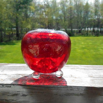 Red Pilgrim Art Glass Thing?
