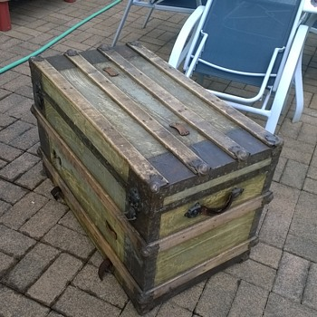 old steamer trunk, age? company?
