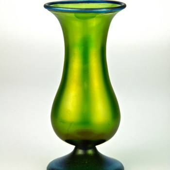 Loetz iridescent vase blue Silberiris rim and pedestal foot, circa 1910 - Art Nouveau