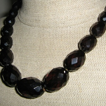 Cherry bakelite graduated necklace - restrung