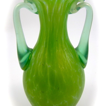 Diana: What's in a Name, part 1: Loetz Ozon mit Diana Cisele, Serie II Form Nr. 146, 1899 - Art Glass