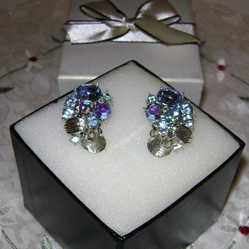 Lisner Earrings - Costume Jewelry