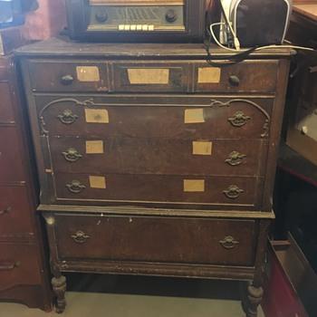 5 Drawer Dresser on Turn Legs