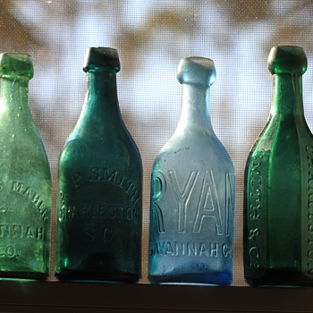 (-)====Old Southern Pontiled Soda Bottles====(-)