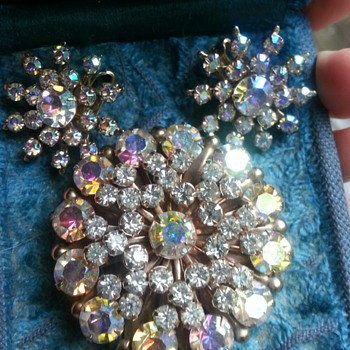 Clear AB rhinestone brooch & earrings