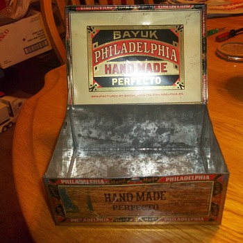 HINGED TOP DISPLAY CIGAR TIN - Tobacciana