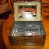 HINGED TOP DISPLAY CIGAR TIN
