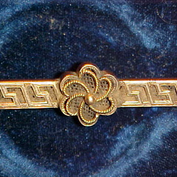 1st half of the 20th century mourning pin with hair woven in.