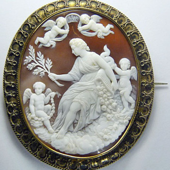 Fine large Be quiet Victorian cameo
