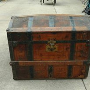 Help have no idea what year this luggage trunk was made